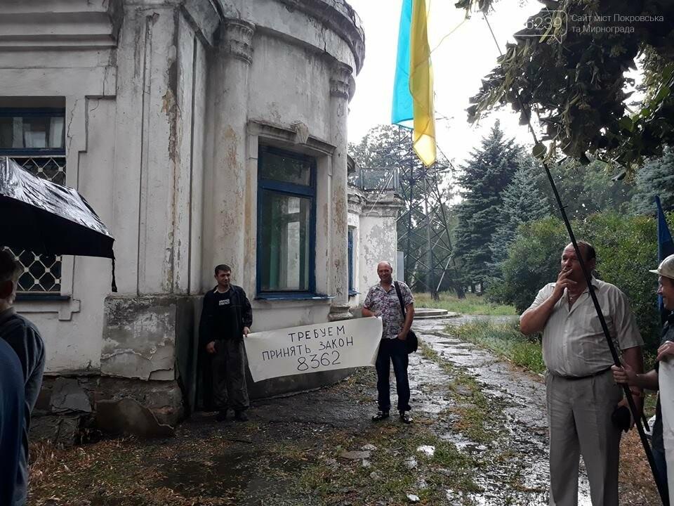 """Около 100 шахтеров ГП """"Мирноградуголь"""" вышли на акцию протеста в Мирнограде, фото-2"""