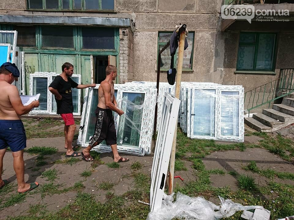 """В Мирнограде продолжаются работы по капитальному ремонту общежития на микрорайоне """"Молодежный"""", фото-2"""
