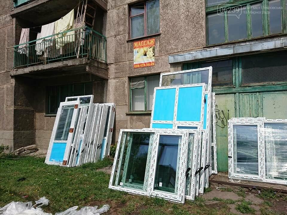 """В Мирнограде продолжаются работы по капитальному ремонту общежития на микрорайоне """"Молодежный"""", фото-3"""