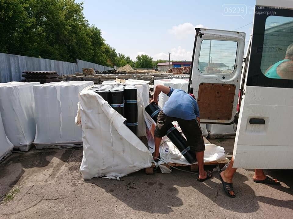 В Мирнограде провели выдачу строительных и кровельных материалов для ремонта многоэтажек города, фото-2
