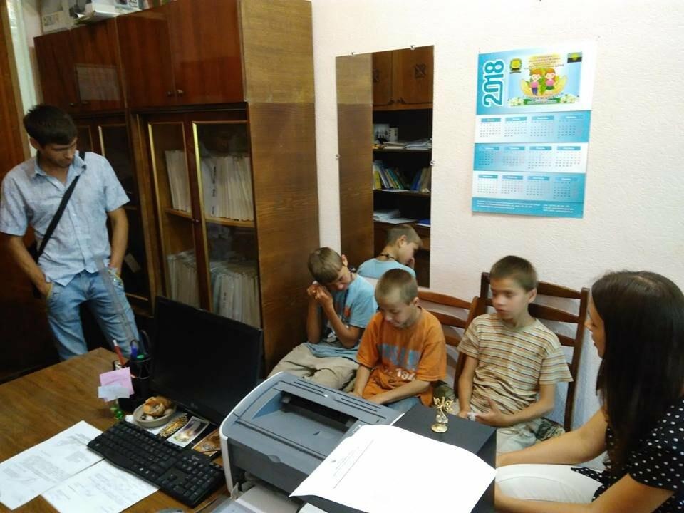 Сотрудники Мирноградского отделения полиции нашли детей, которых несколько дней не было дома, фото-1