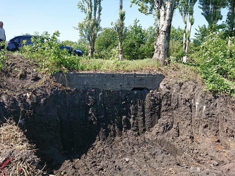 В Мирнограде проходят работы по расчистке балки и сети ливневой наружной канализации , фото-3