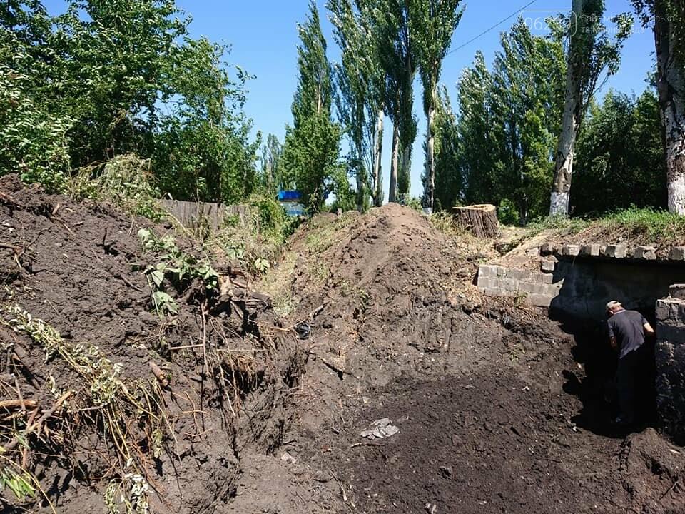 В Мирнограде проходят работы по расчистке балки и сети ливневой наружной канализации , фото-7