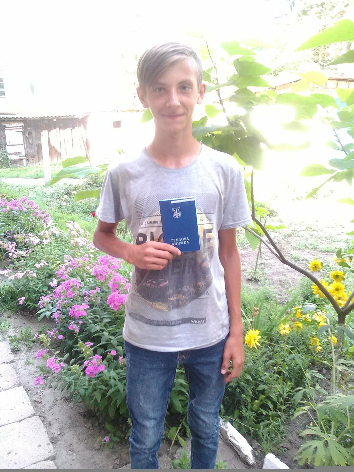 В Покровске подросткам вручили трудовые книжки, фото-3