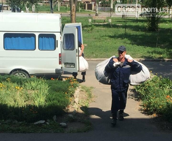 Рятувальники Покровська допомогли розвантажити та завантажити гуманітарну допомогу, фото-3