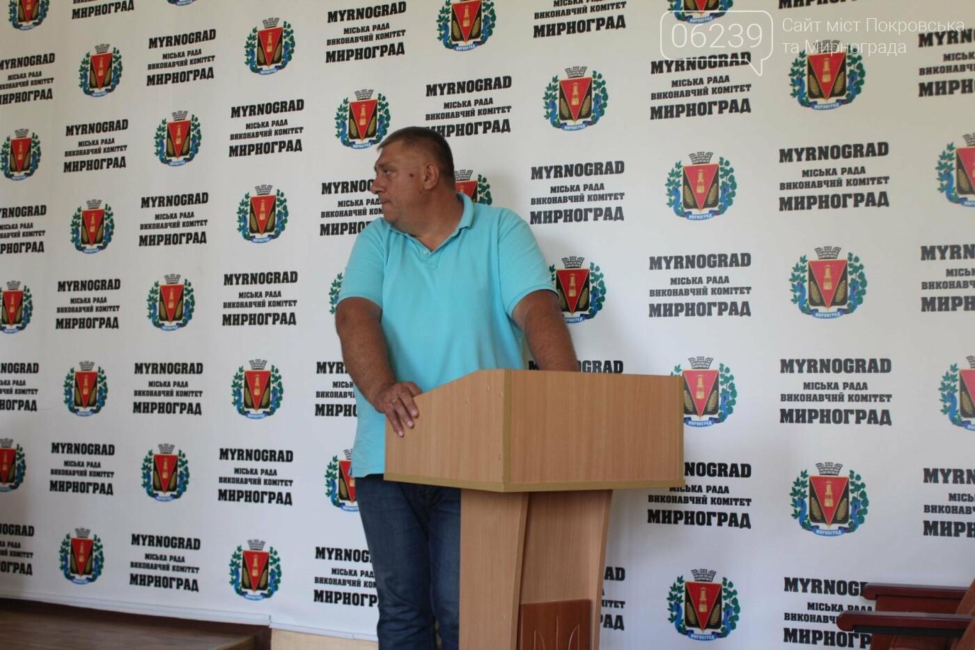 В Мирнограде засорили городской фонтан, работники МОКХ вывезли 12 тачек мусора , фото-1