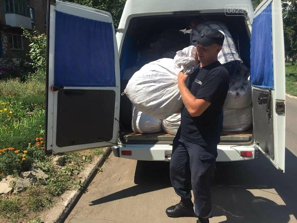 Рятувальники Покровська допомогли розвантажити та завантажити гуманітарну допомогу, фото-1