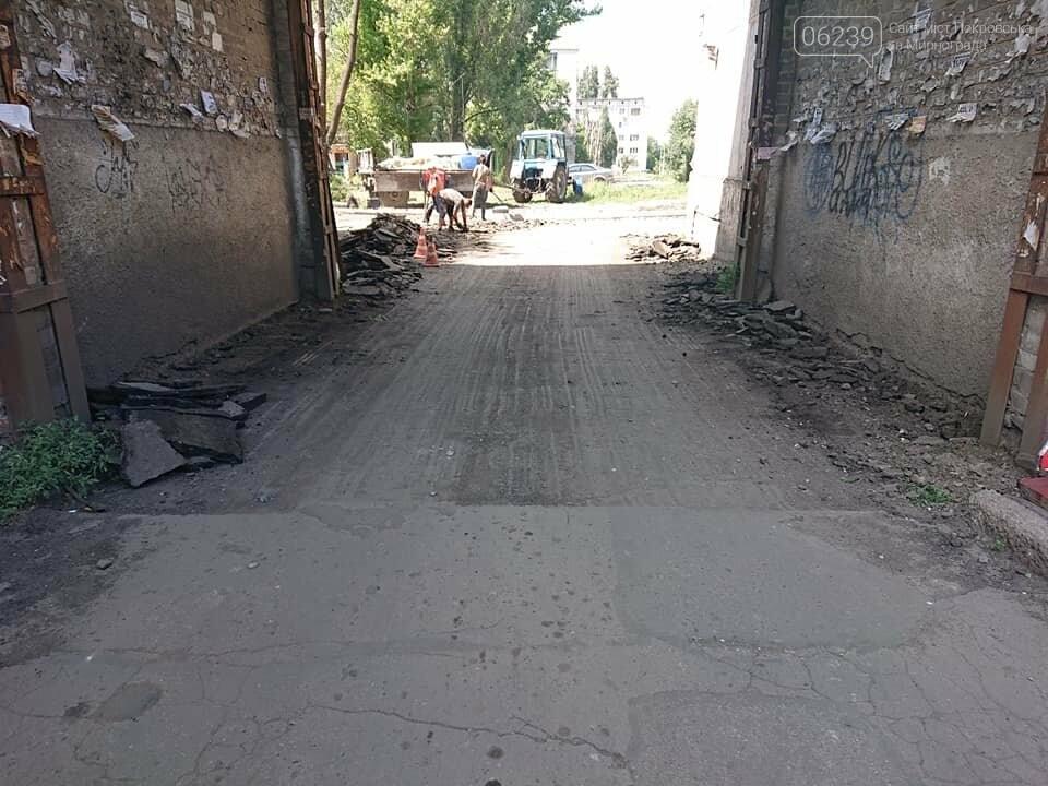 В Мирнограде продолжают ремонтировать тротуары и асфальтное покрытие , фото-3