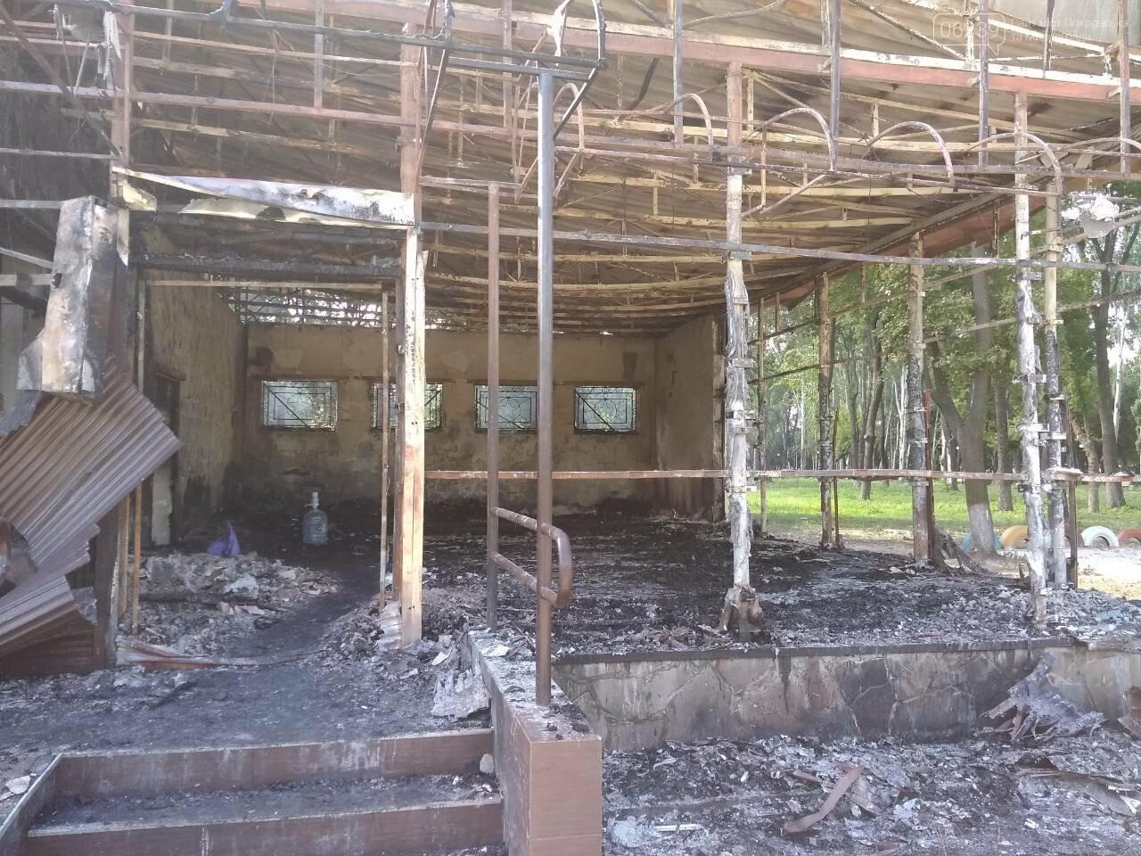 Минувшей ночью в Покровске горело кафе (добавлено ФОТО), фото-4