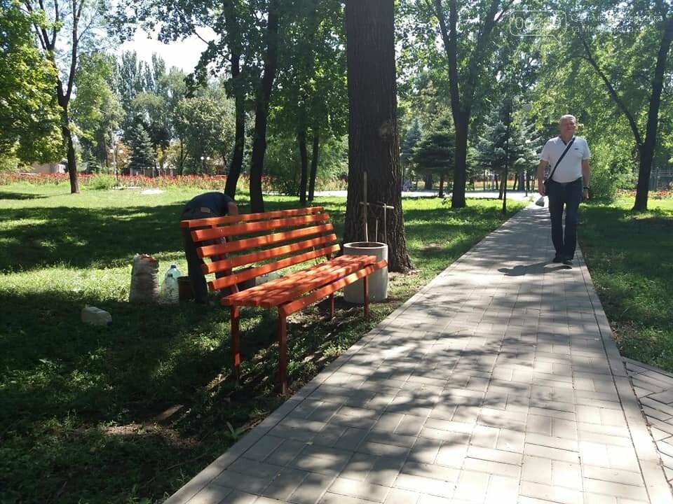 Лавочки и урны установили в парке Соборный в Покровске, фото-2
