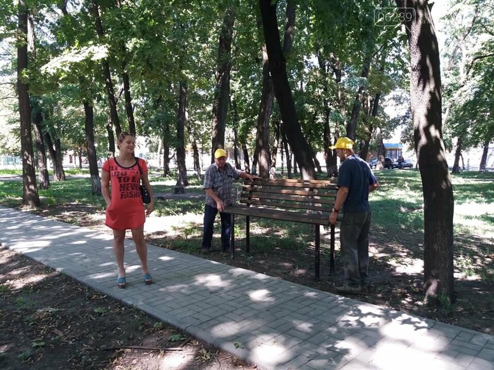 Лавочки и урны установили в парке Соборный в Покровске, фото-5