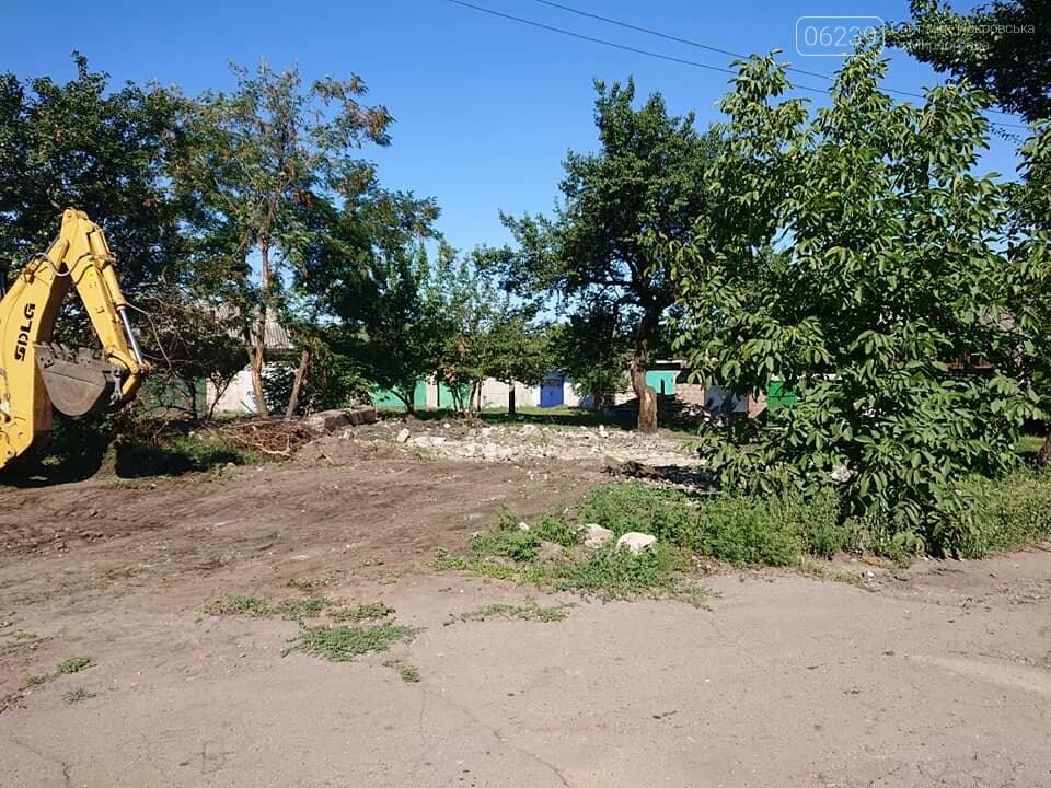 В Мирнограде сносят бесхозные постройки, фото-4