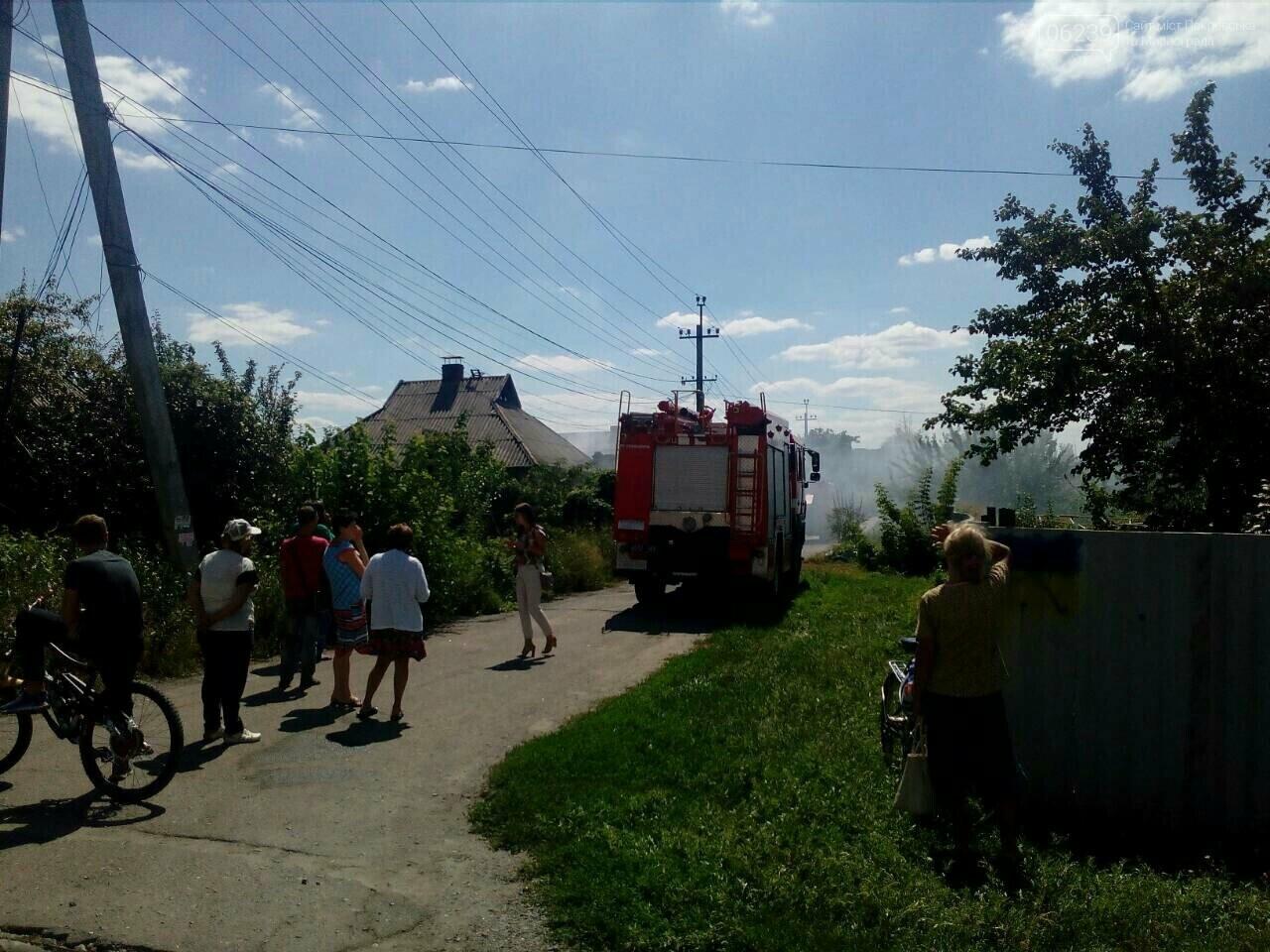 В Покровске горит жилой дом, фото-3