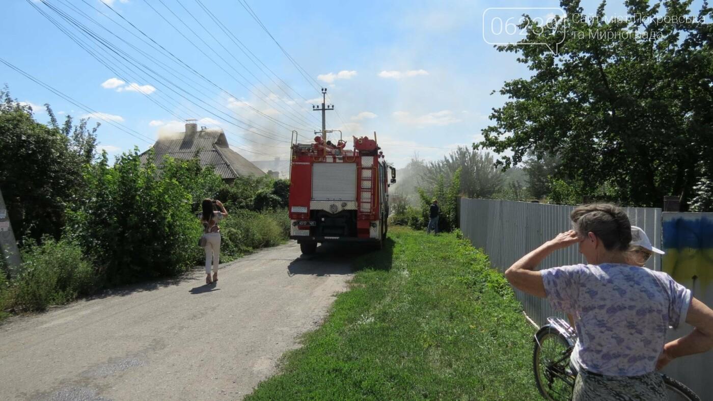 В Покровске горит жилой дом, фото-17