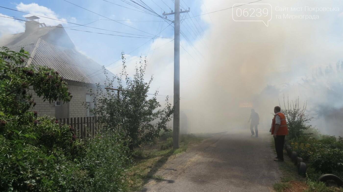 В Покровске горит жилой дом, фото-8