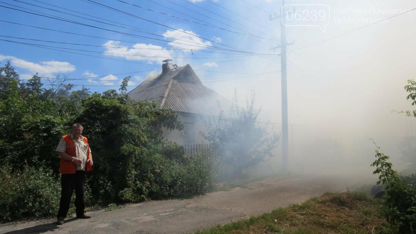 В Покровске горит жилой дом, фото-7