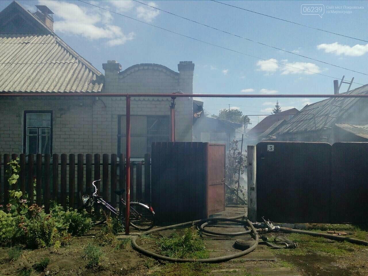 В Покровске горит жилой дом, фото-4