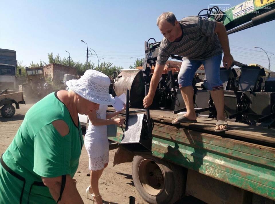 Как в Мирнограде жителям урны выдавали, фото-8