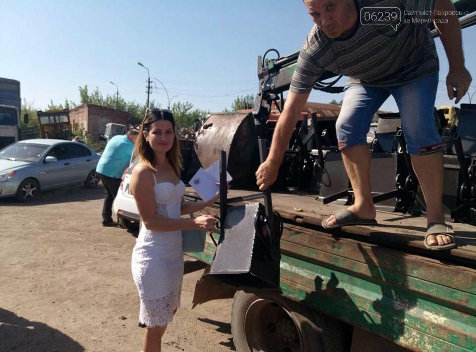 Как в Мирнограде жителям урны выдавали, фото-9