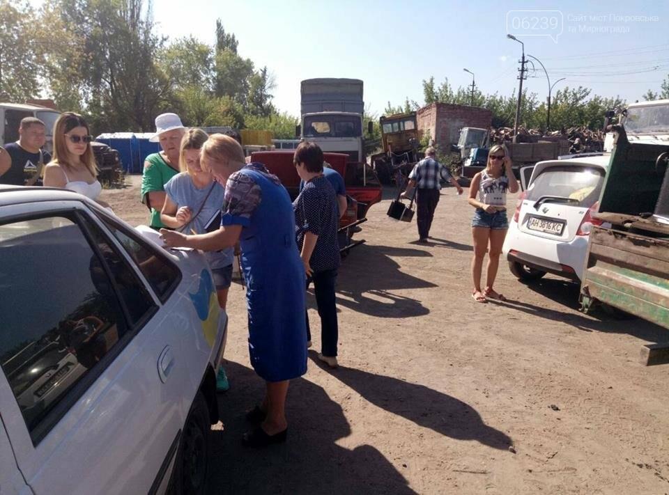 Как в Мирнограде жителям урны выдавали, фото-4