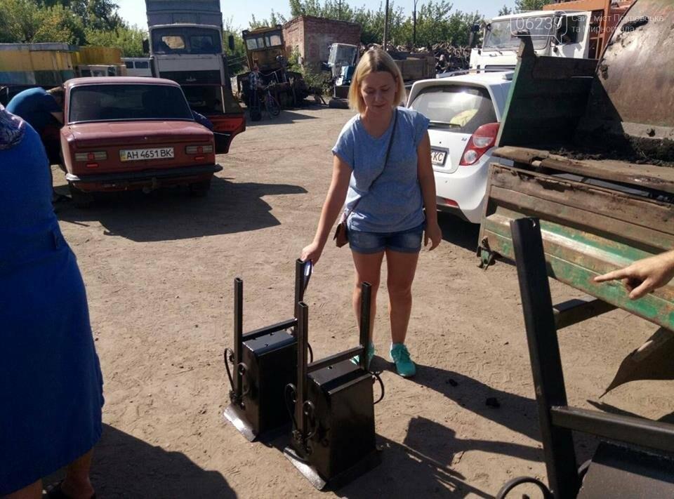 Как в Мирнограде жителям урны выдавали, фото-5