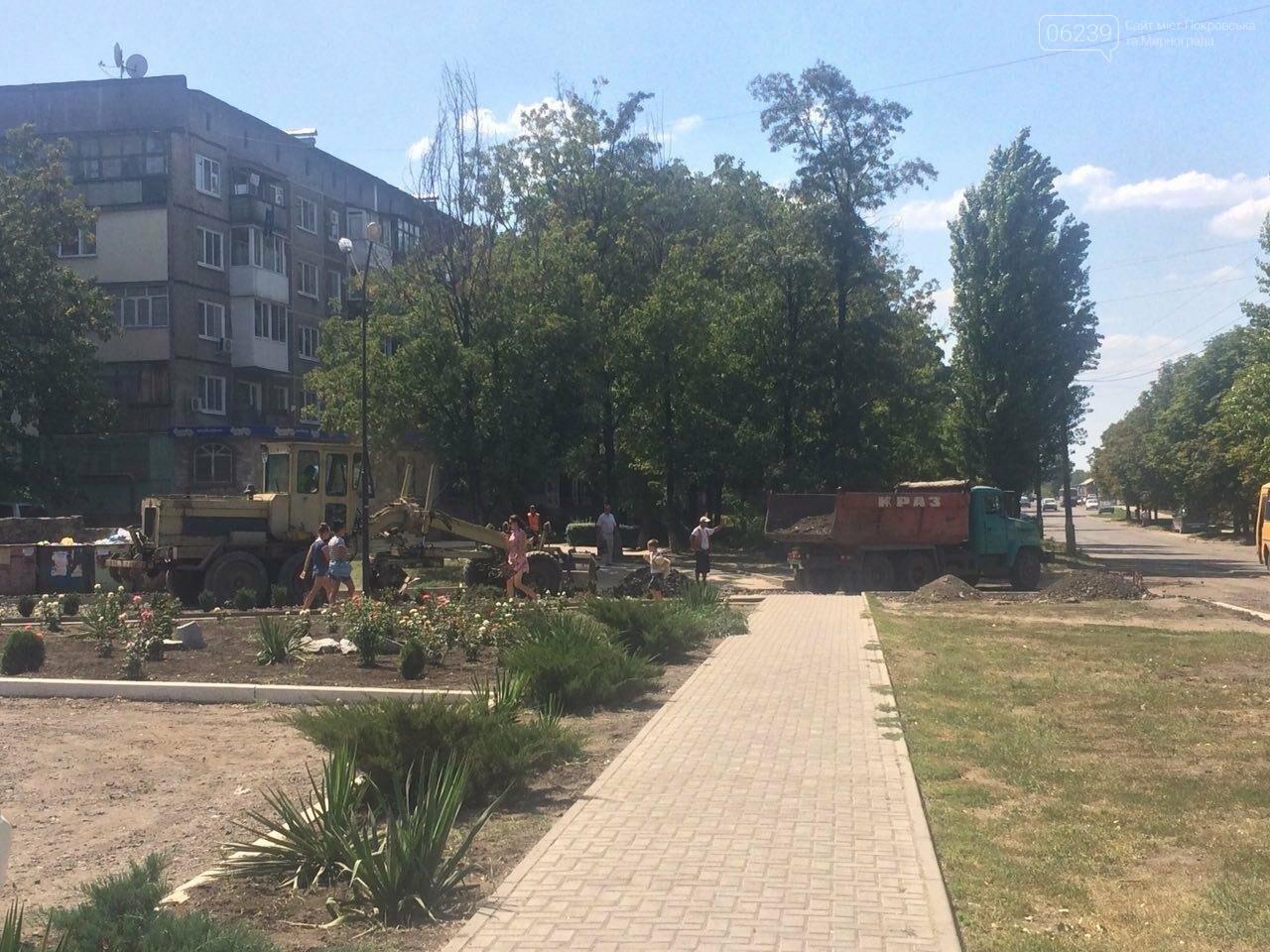 """В Мирнограде возле амбулатории на """"Молодёжном"""" проводят капитальный ремонт дорожного покрытия , фото-1"""