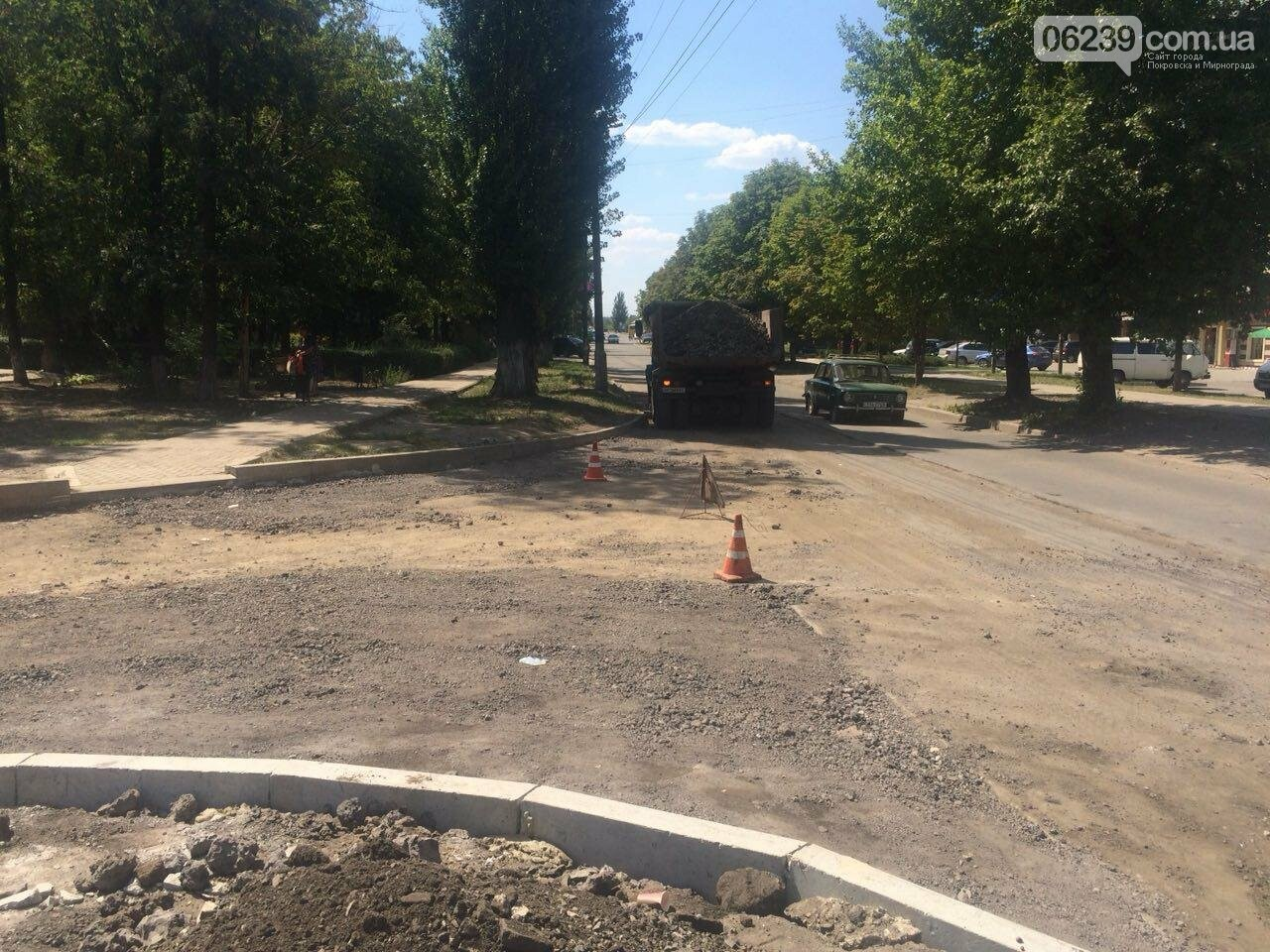 """В Мирнограде возле амбулатории на """"Молодёжном"""" проводят капитальный ремонт дорожного покрытия , фото-4"""