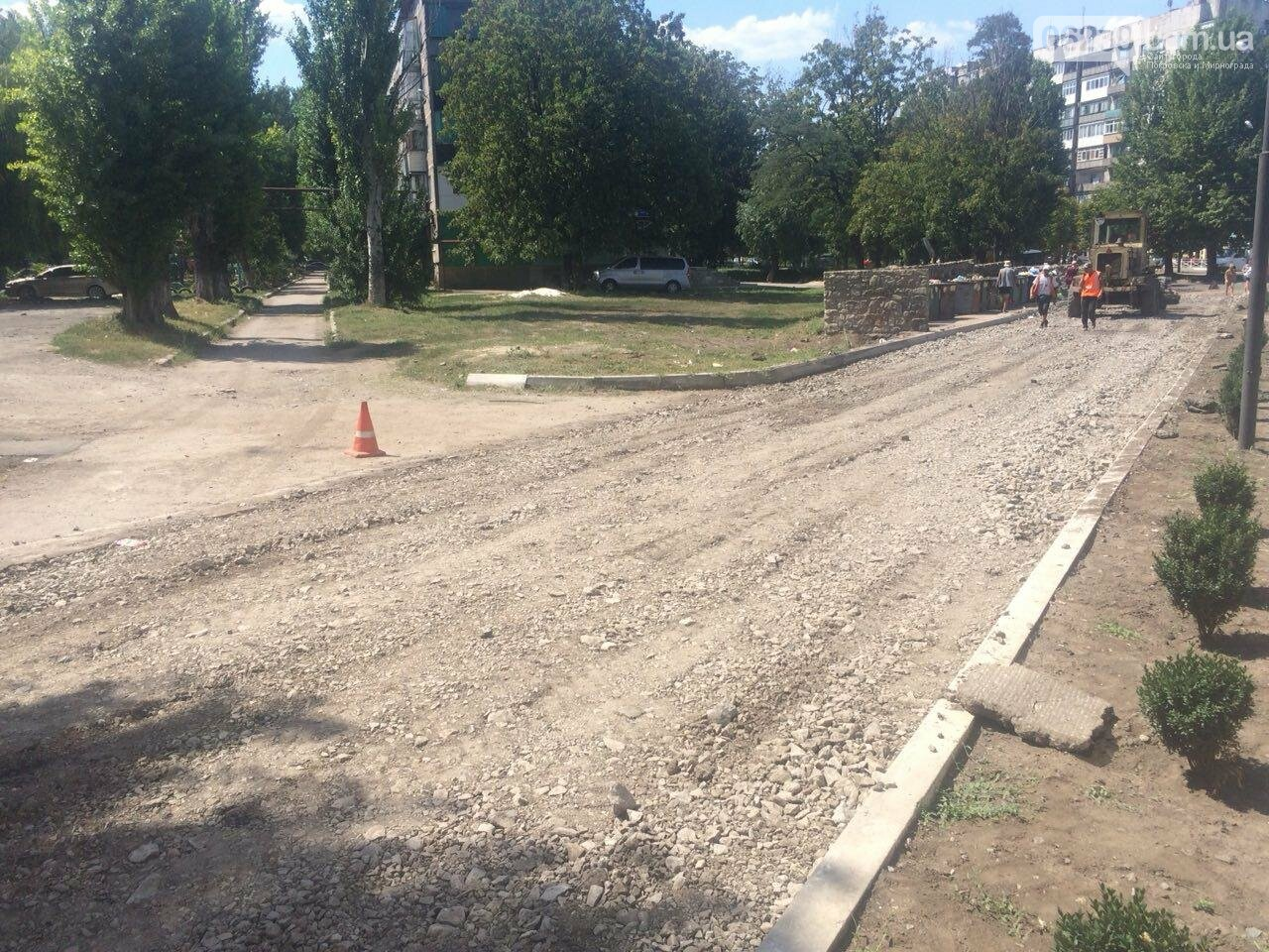 """В Мирнограде возле амбулатории на """"Молодёжном"""" проводят капитальный ремонт дорожного покрытия , фото-5"""
