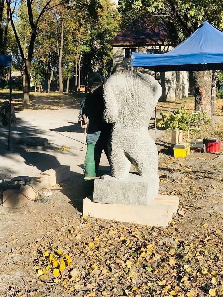 Восемь скульпторов из Украины, Беларуси и Греции создают скульптуры для Покровска, фото-1