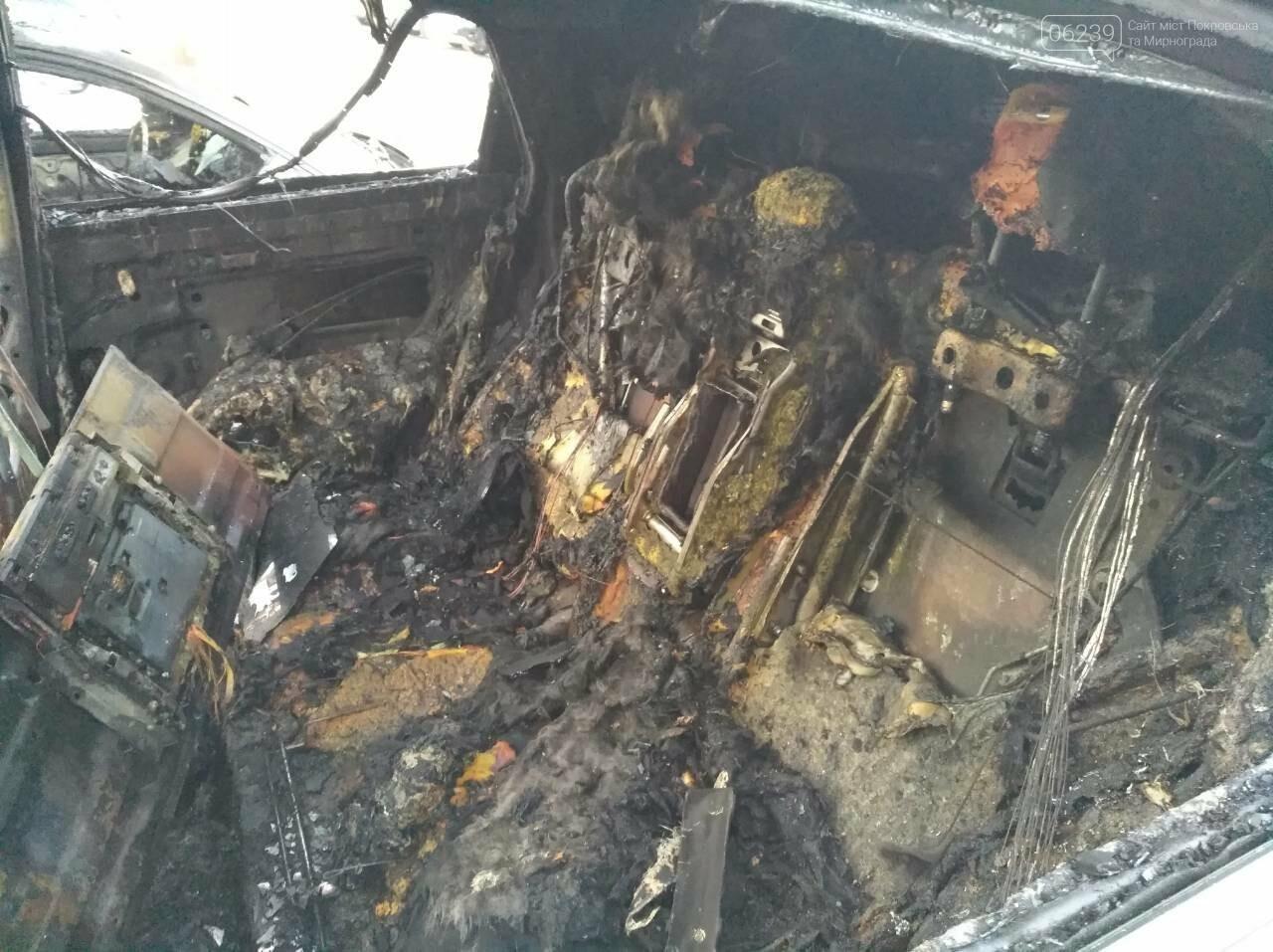 Поджог или  случайность: в Покровске этой ночью горели 4 автомобиля, фото-4