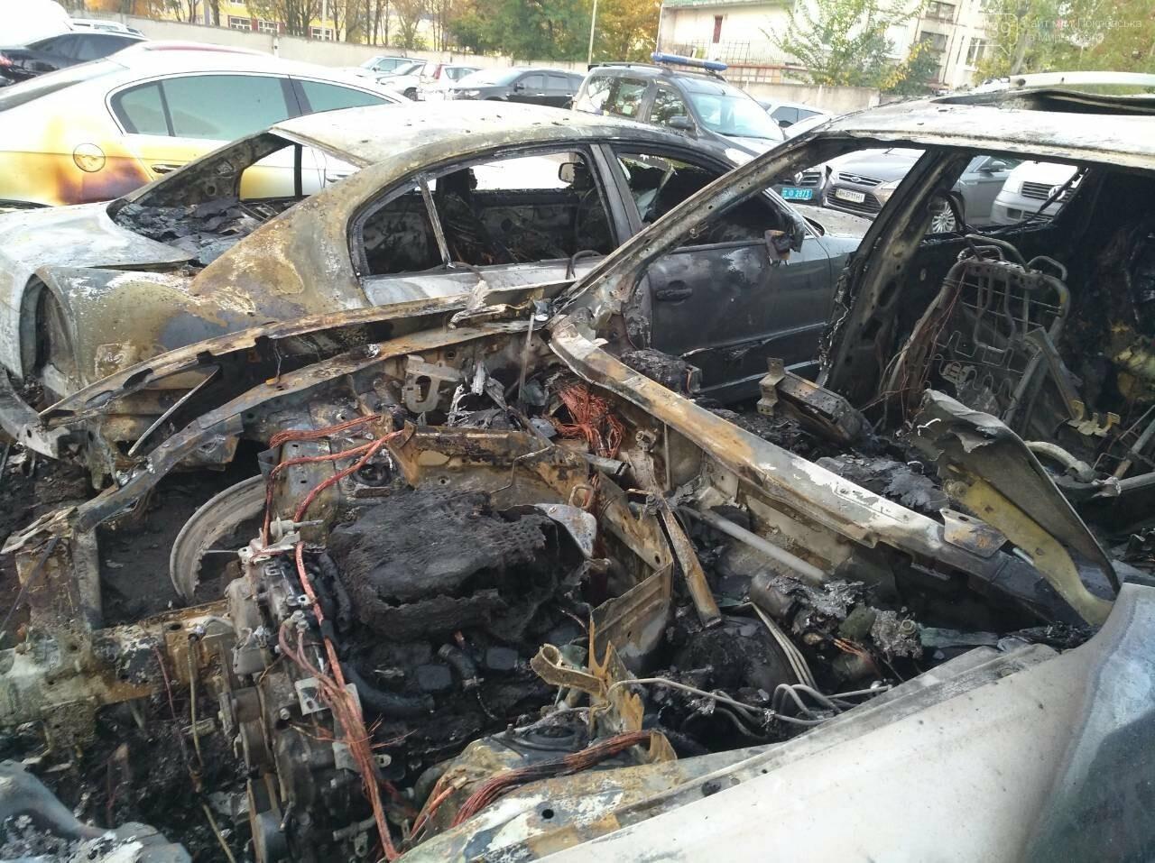 Поджог или  случайность: в Покровске этой ночью горели 4 автомобиля, фото-6