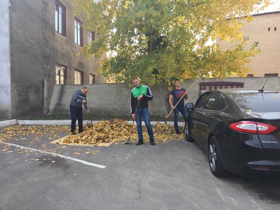 Правоохоронці Мирнограда вийшли на суботник, фото-1