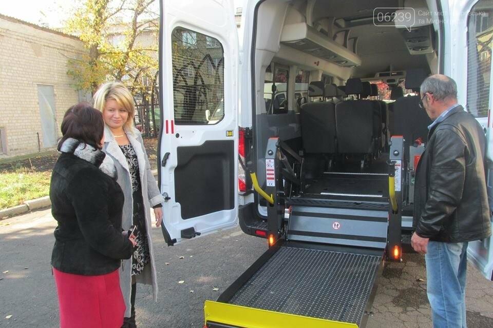 В Покровском реабилитационном центре появился новый микроавтобус для перевозки инвалидов, фото-1