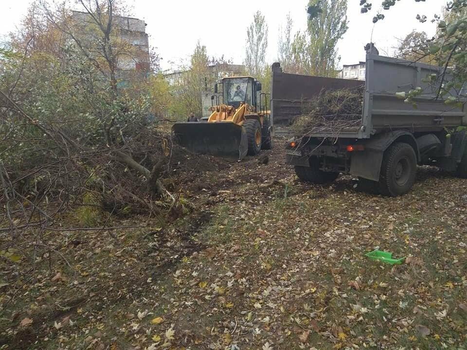 В Мирнограде убирают стихийные свалки, фото-1
