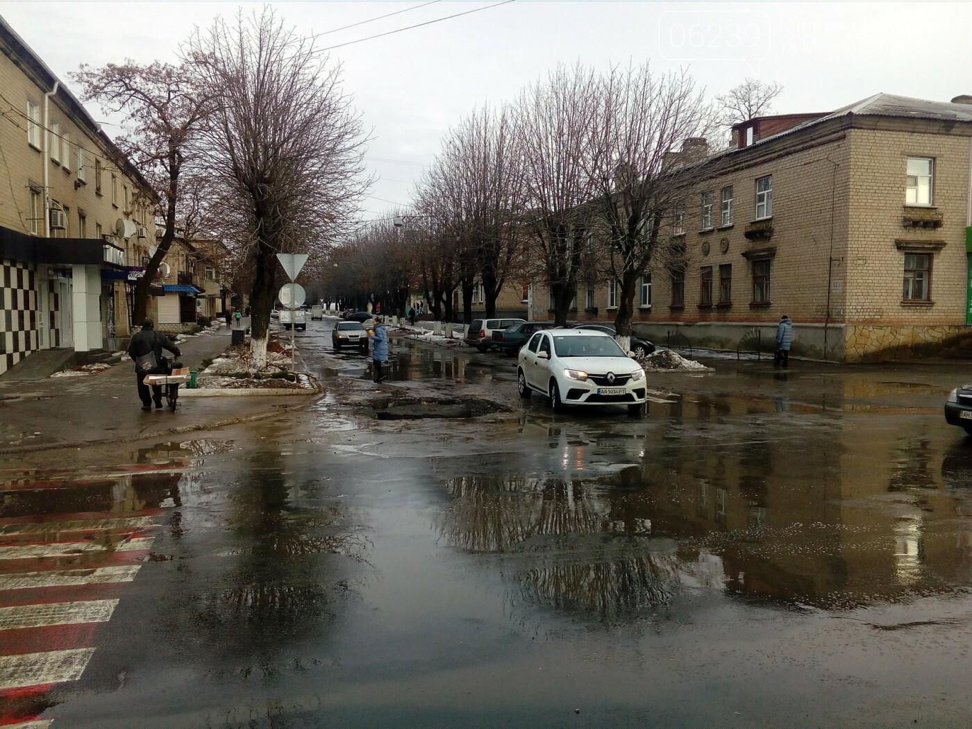 В Покровске на одной из главных улиц людей подстерегает серьезная опасность, фото-2