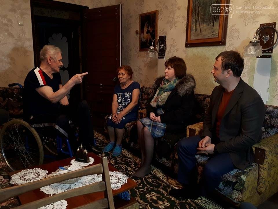 Мер Покровська відвідав інвалідів міста, фото-1