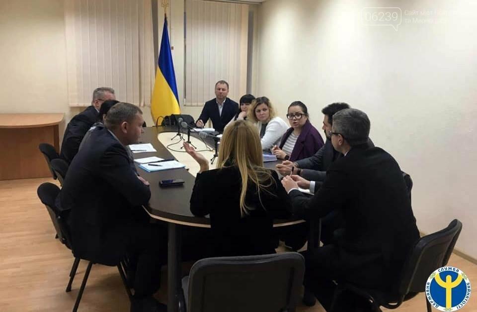 """В Украине """"злостных"""" неплательщиков алиментов заставят устроиться на работу, фото-3"""