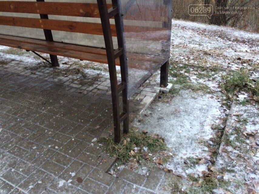"""В Мирнограде """"растворяется"""" остановка общественного транспорта, фото-2"""