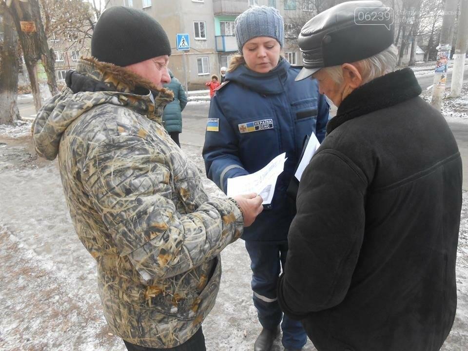 Представники ДСНС нагадали мешканцям Родинського основні правила пожежної безпеки, фото-2