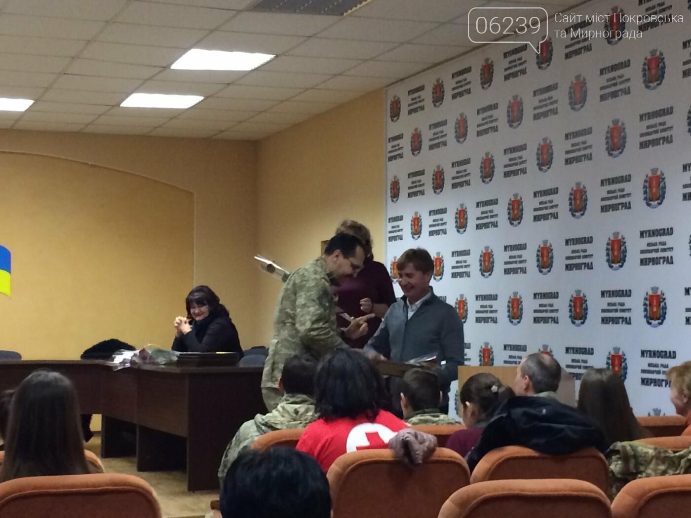 В Мирнограде на аппаратном совещании наградили воинов ВСУ, а также волонтеров , фото-5