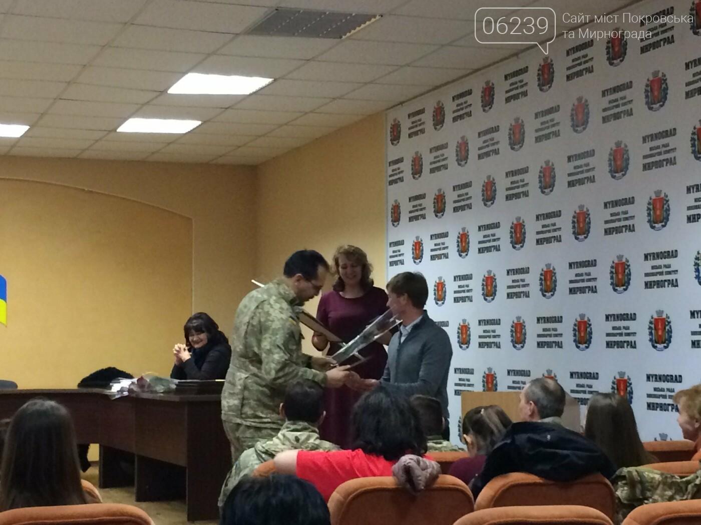 В Мирнограде на аппаратном совещании наградили воинов ВСУ, а также волонтеров , фото-4