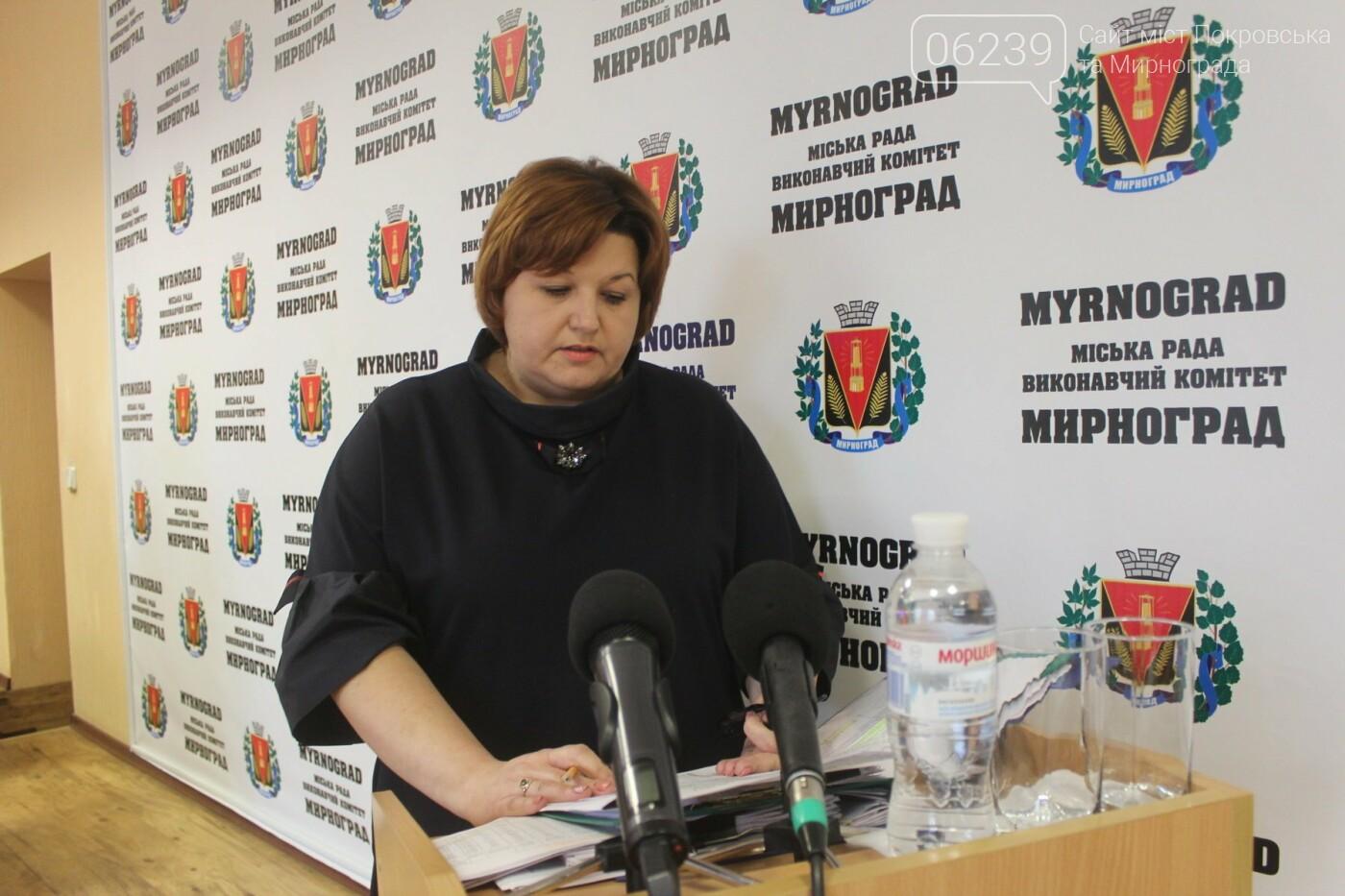 Младшему и среднему медперсоналу Мирноградской ЦГБ со следующего года повысят зарплату , фото-1