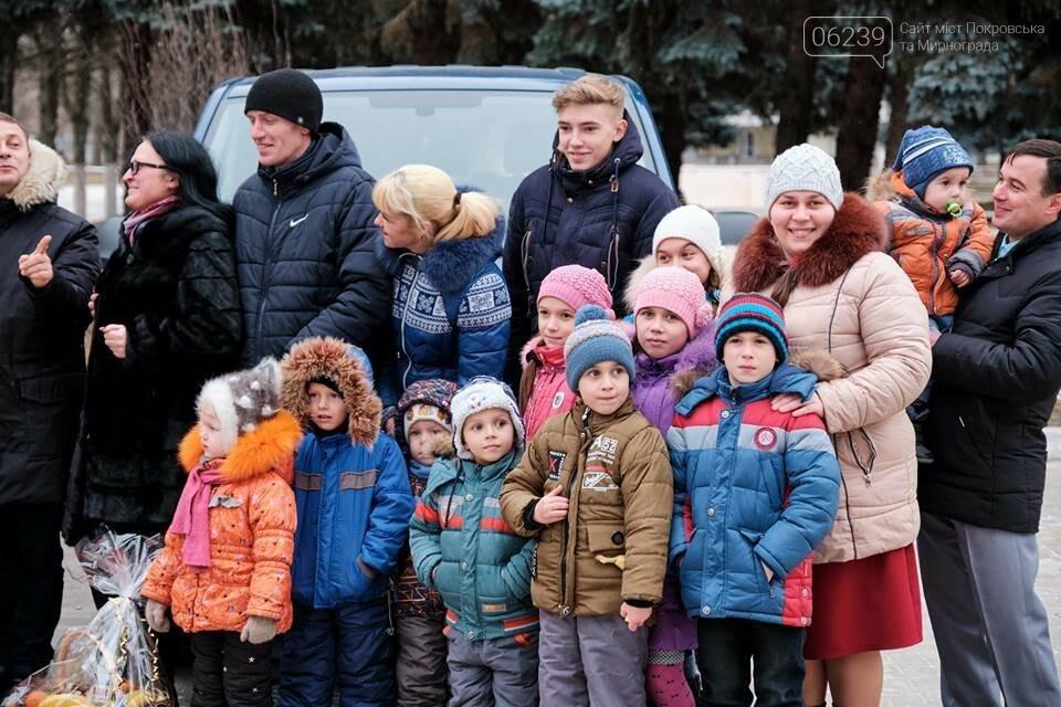 Двум многодетным семьям из Покровска вручили ключи от новых автомобилей, фото-2