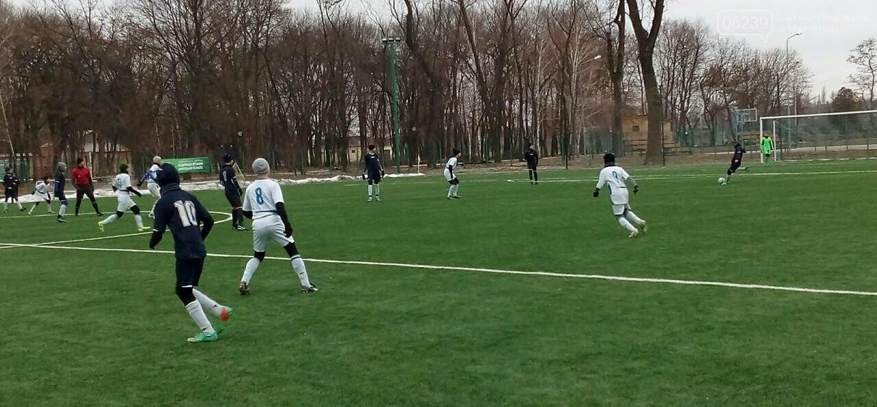 Зимний чемпионат области по футболу среди юношей: уверенная победа мирноградских футболистов , фото-1
