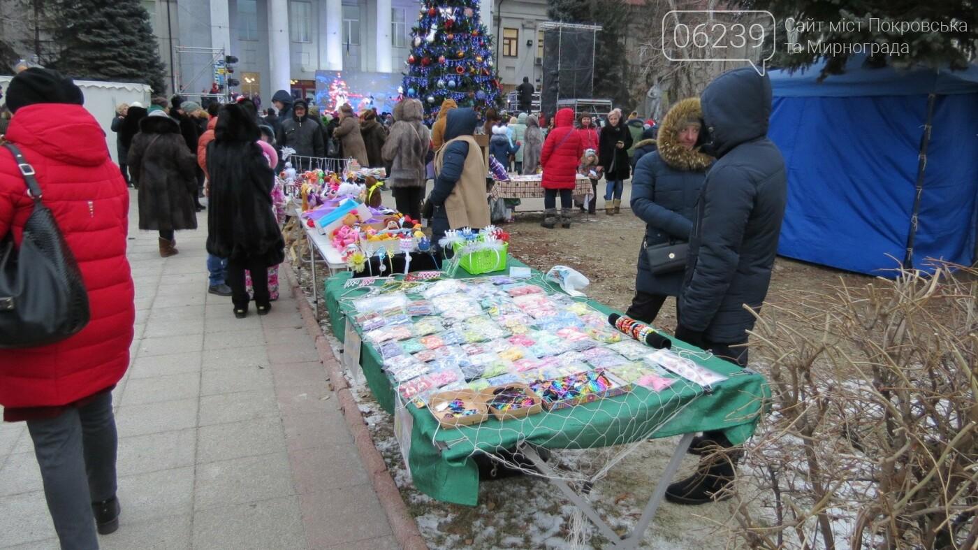 В Покровске зажгли главную новогоднюю елку, фото-49