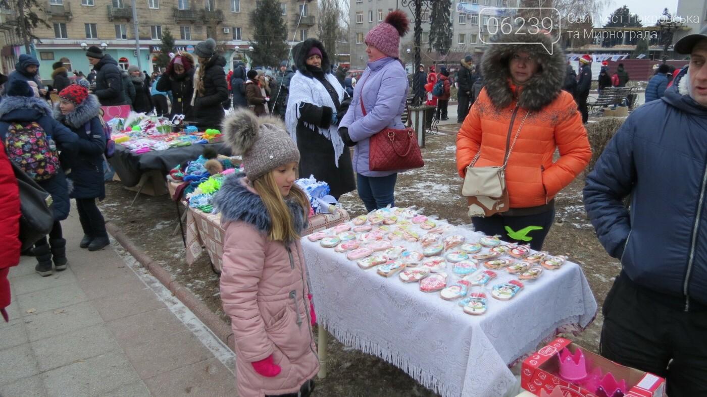 В Покровске зажгли главную новогоднюю елку, фото-50