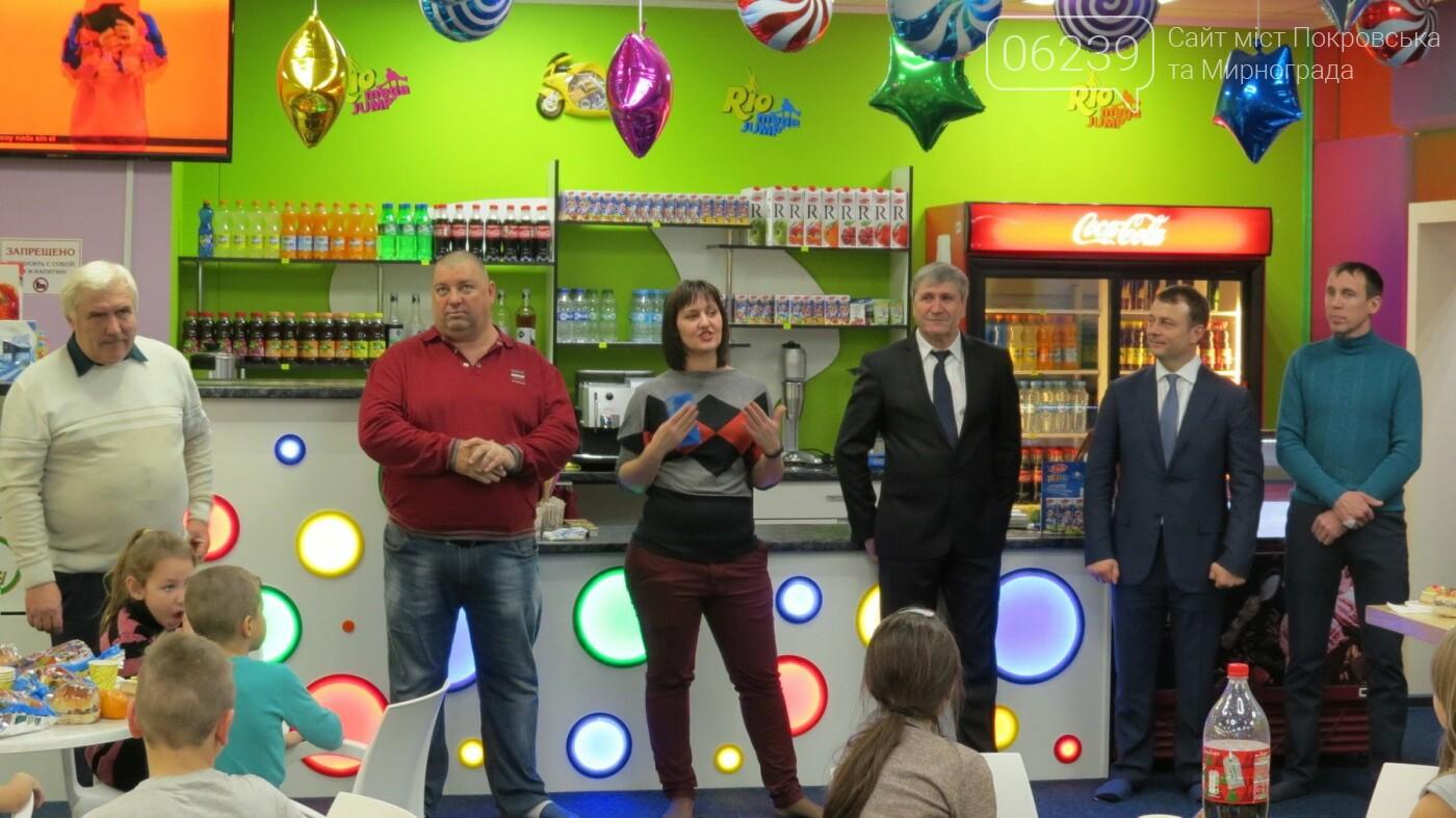 Активные предприниматели Покровска организовали праздник для детей из приютов, фото-3