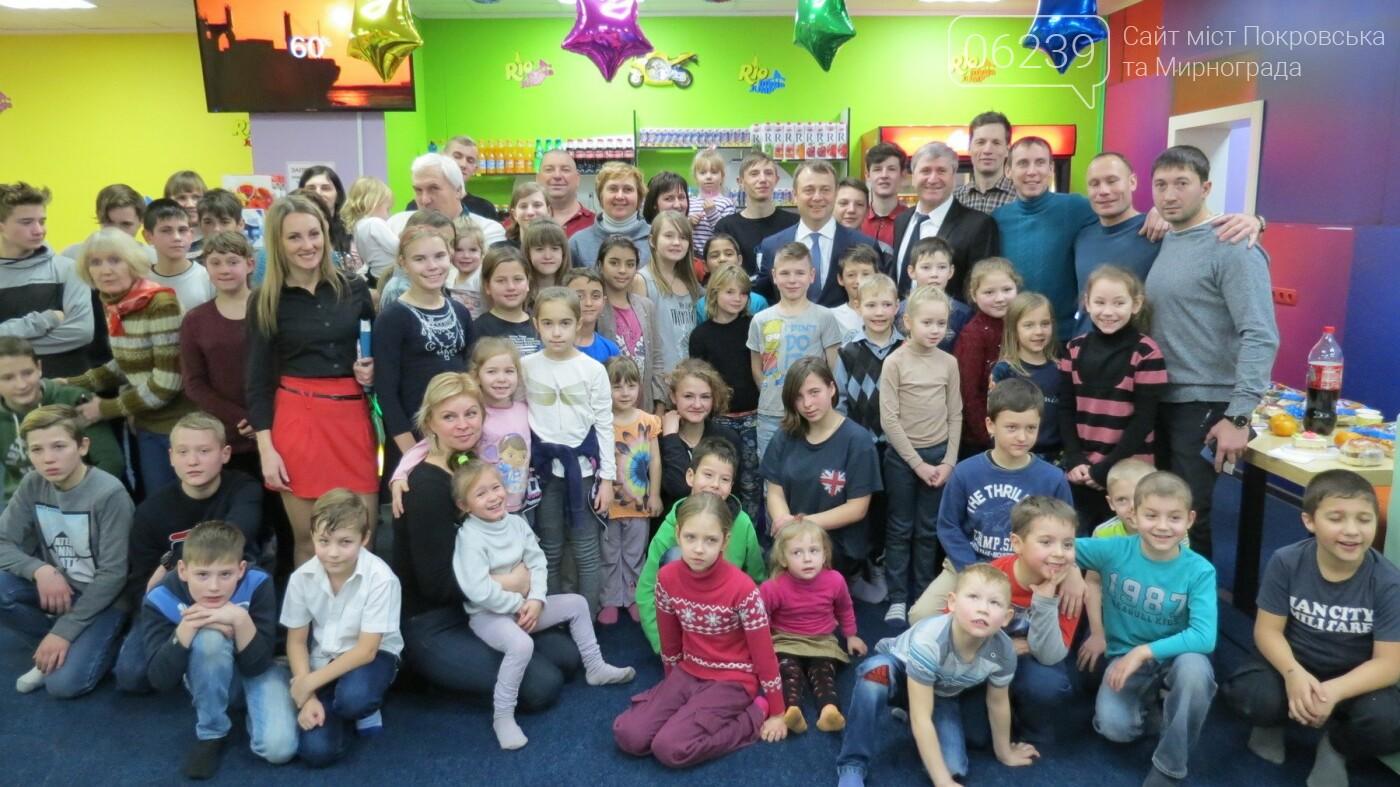Активные предприниматели Покровска организовали праздник для детей из приютов, фото-13