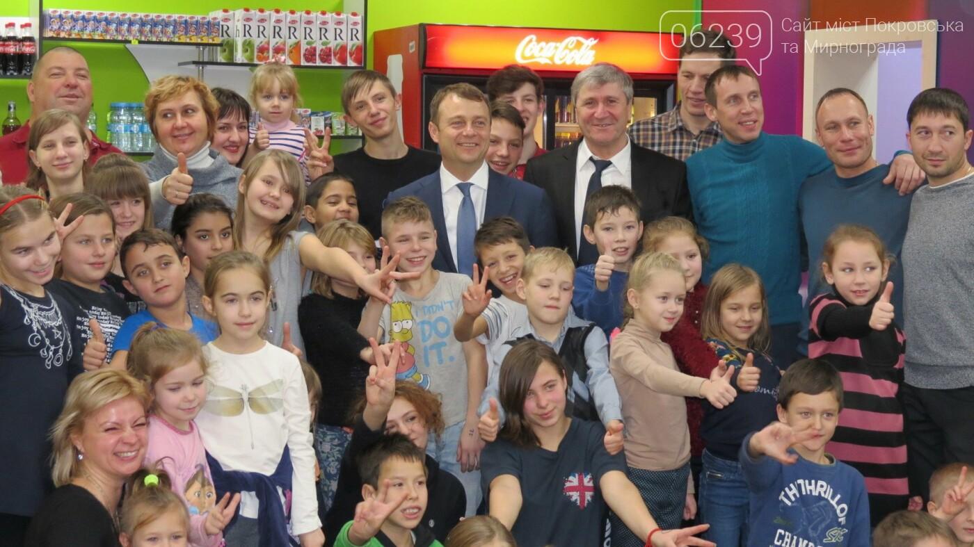 Активные предприниматели Покровска организовали праздник для детей из приютов, фото-11