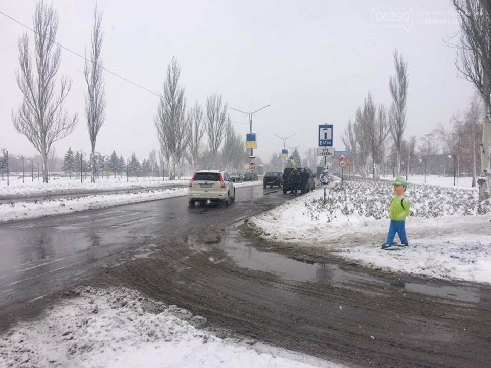 """Привлечь внимание водителей. В Покровске на переходе установили фигуру """"пешехода"""", фото-5"""